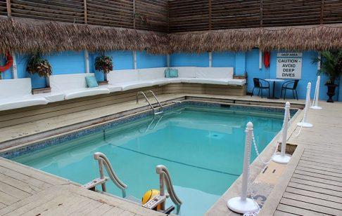 Oasis Aqualounge Pool
